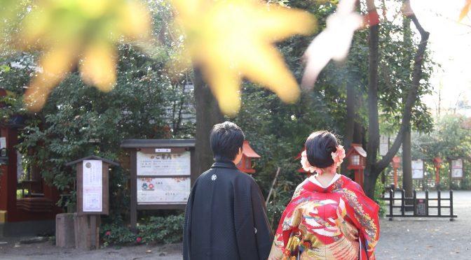 宮の森ロケーションフォトの撮影がございました。「真紅の紅葉のカーテン」「黄金の銀杏の絨毯」には少し早いですが、所々色付いている木の葉を背景に撮影いたしました。