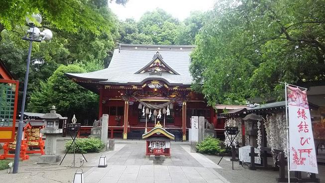 緑あふれる冠稲荷神社へようこそ!団体ツアーの皆様に密着?!ノリノリ宮司さんのお話から巫女舞奉納見学、お食事、楽しんでいただけたでしょうか?