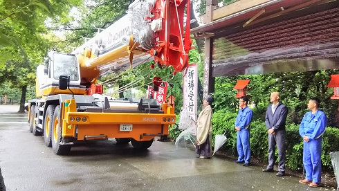 朝9時より最大吊上能力80トン のラフテレーンクレーンのお祓いを執り行いました!そしてDEAINARIに関する重大なお願いがあります(>_<)