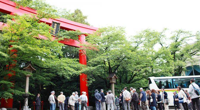 本日の冠稲荷神社とティアラグリーンパレスは4団体8台の観光バスをお迎えしておりました。大型バスが鳥居前に揃われた様子は結構壮観です。