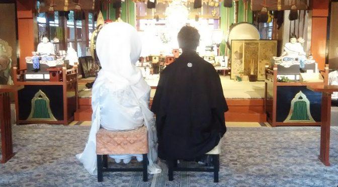 冠稲荷神社では連日の大前神前結婚式。本日の新婦さまは清楚な白無垢に可愛らしい綿帽子をお召しでした♪そして、午後には初々しい振袖姿のお客様もお参りにいらっしゃいました^^