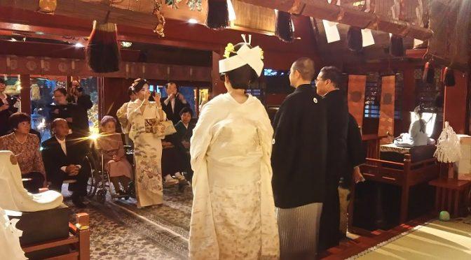本日の大前神前結婚式では、新郎新婦様に篝火(かがりび)を焚いた参道をご参進いただきました^^