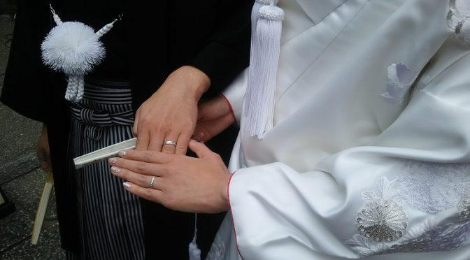 本日は大前神前結婚式が執り行われました。また、一昨日にお伺いしたウェディング・ホテル&ツーリズム専門学校様での神前結婚式の講義&実技演習の模様をご紹介いたします^^