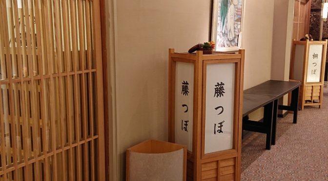 今日はご祈祷の待合所となっております、和室のお部屋についてお話し致します。ティアラグリーンパレスには、藤つぼと桐つぼという名前の和室があります。