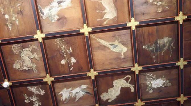 江戸時代に崇敬者様よりご奉納いただいた拝殿の天井画。長い時を経て現代に生きる私達が先人たちと同じように見上げている、と考えますと悠久の歴史を感じずにはいられません。また、境内では何十年、何百年先を見据えて桜の植栽が行われました^^