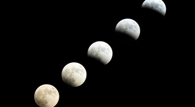 皆さまは「晴れた日の夜なのに月が見えない日がある」ことをご存知でしたか?実は今夜がちょうどその日!旧暦の毎月1日は「新月」で太陽と地球の間に月が位置するため、地球から見ると月が真っ暗になります^^