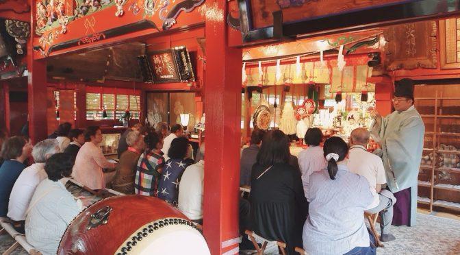 本日は暦の上で二十八宿の「昴宿」です。祝い事に良い日とされております。境内には初宮のお祝いを迎えられた方や、観光のお客様もいらっしゃいました。朝には大塚権宮司が飯塚町にて地鎮祭を行いました。