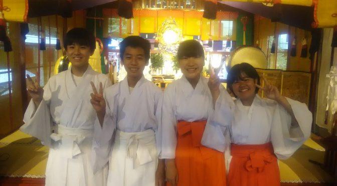 昨日の雨で厳しい暑さも少し和らいだように感じられる、こちらは群馬県太田市の冠稲荷神社です。明後日8月23日は暦の上では処暑。涼風が吹きわたる初秋の頃で、暑さもおさまる…とあります^^さて、本日は市内から清々しい中学生4名が職場体験にご来社くださいましたのでご紹介させていただきます♪