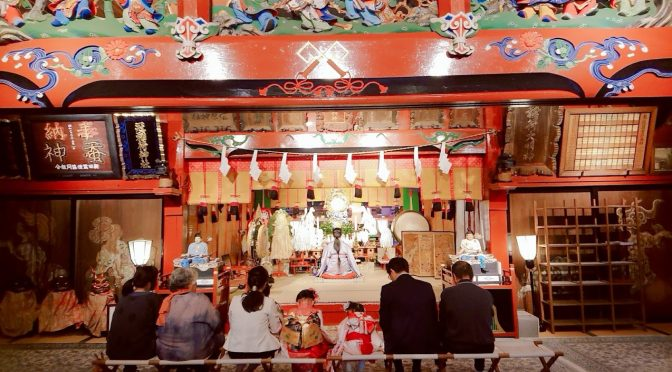 本日は冠稲荷神社の秋の祭典が行われました。普段は閉じている本殿の扉が開かれ、大塚宮司の元、無事に祭典を執り納めました。神社婚も行われ、夕刻には可愛らしい七五三のお参りもありました!