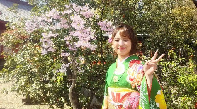 春たけなわ♪境内で振袖姿の麗しい乙女に出会いました(^^)
