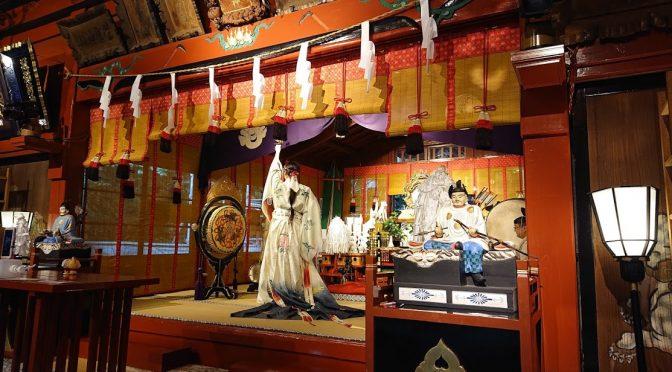 本日は拝殿にて夏越の大祓式が行われました。半年間の罪穢れを祓い清めます。