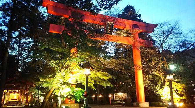 本日10月21日は「あかりの日」です。境内のライトアップは秋の澄んだ空気の中、とても綺麗に輝いております♪