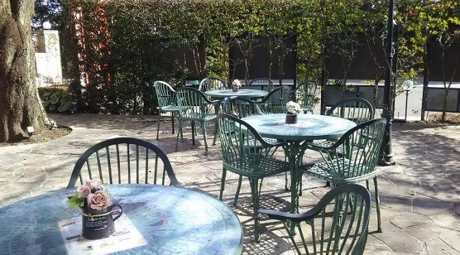 お参りの際には神社となり、カフェ フォレスタのオープンテラスで美味しいコーヒーをどうぞ(^^)